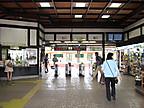 高尾駅改札口